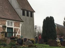 Besuch des Friedhofes an der St. Anna Kirche